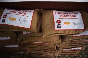 Sacados de 12.5 libras de maíz criollo para la siembra de media manzana.