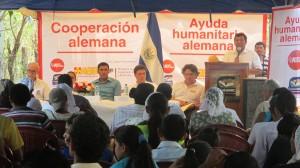 Michael Zambrano, representante de Ayuda en Acción, dirigiéndose a los asistentes.