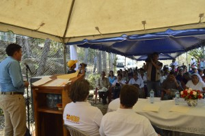 Vladimir Barahora, alcalde de Meanguera, explicando la importancia del proyecto para las familias de Morazán.